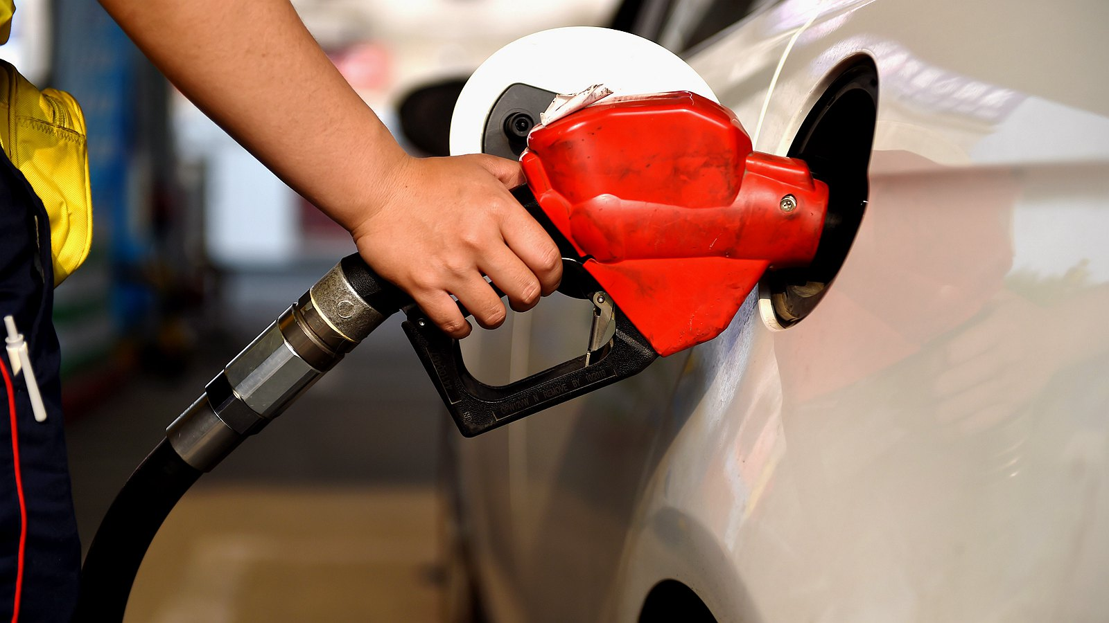 International oil prices have risen to nearly two years and domestic oil prices have risen the most during the year