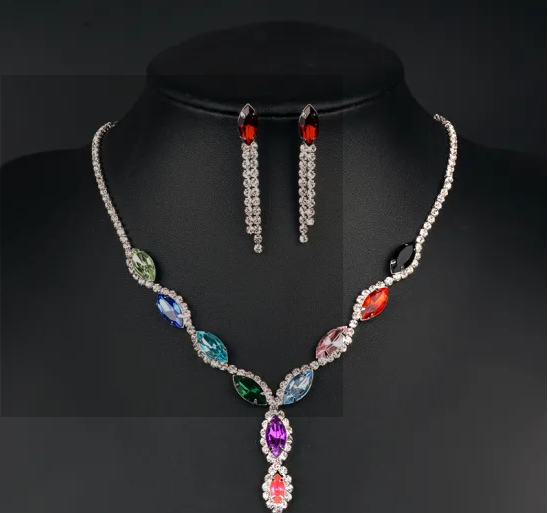 Wholesale Fashion Necklace Jewelry Embellished with Crystals