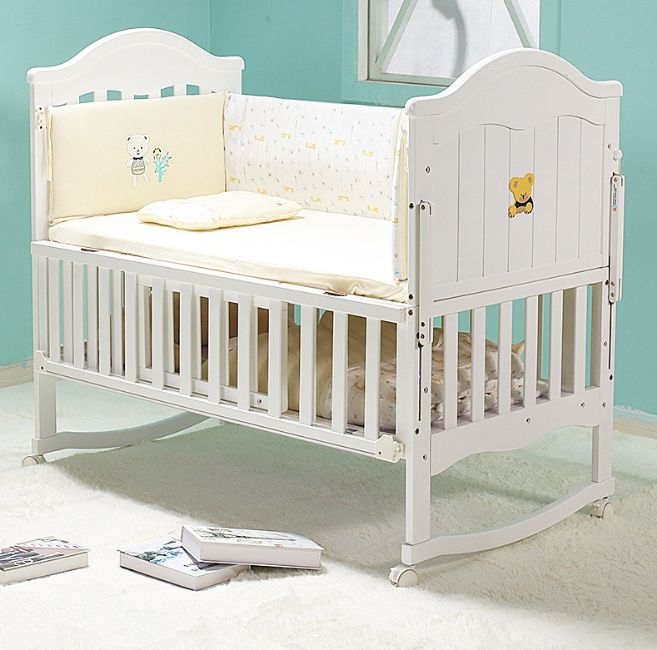 Crib Solid Wood European Crib with Multi-Functional Splicing of Roller to Increase The Baby Bed